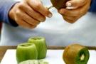 Kitchen Lifehacks – How To Cut Fruit (Video)